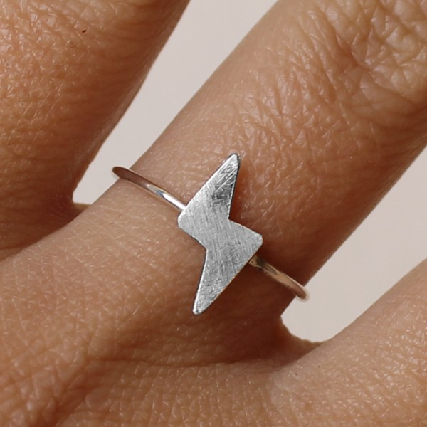 AMEJEWELS TRIANGLE RING IN SILVER 925