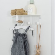 TRESXICS SHELF WITH CLOTHES HANGERS FOR BABIES