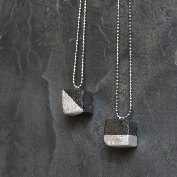 LINDANERA CUBE NECKLACE IN CONCRETE